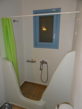 Porto Raphael Residences & Suites : douche spacieuse