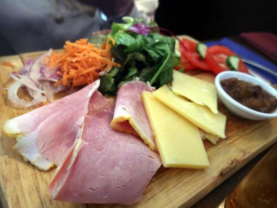 Lennons@VISUAL: Ploughman's board – Honey roast ham and Coolattin cheddar