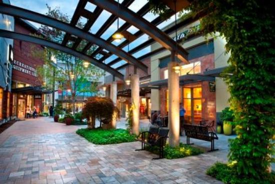 Alderwood Mall, Lynnwood WA - ワシントン州、リンウッドの写真 ...