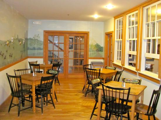 OAK VALLEY INN & SUITES: Dining Area