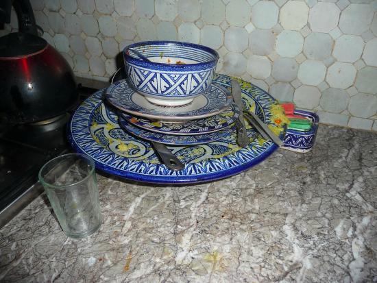 Dar El Menia: de noche la cocina queda sucia,