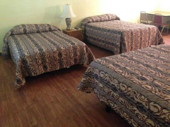Gruene River Outpost Lodge: Duplex Room - Sleeps 8