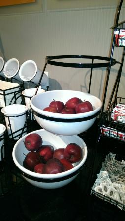 Comfort Inn - Truro: Apples, apples and more apples