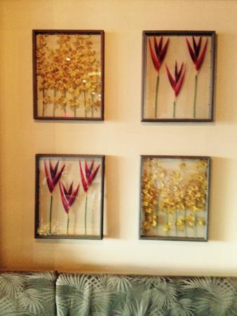 Gaati Thai Dried Flower Wall Decorations