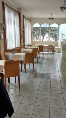Adams Hotel: Desayunador