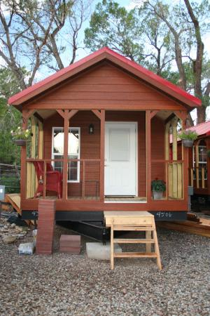 Two Fox Cabins & RVs : Our Tiny House Stay