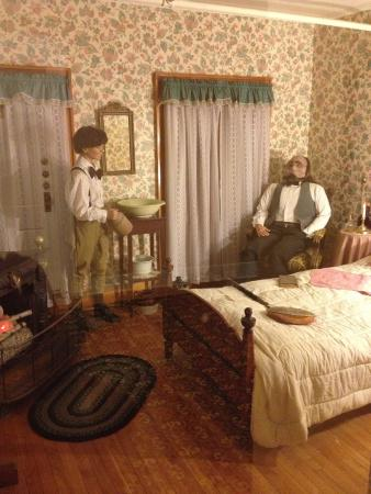 Thayers Inn: model room from earlier times