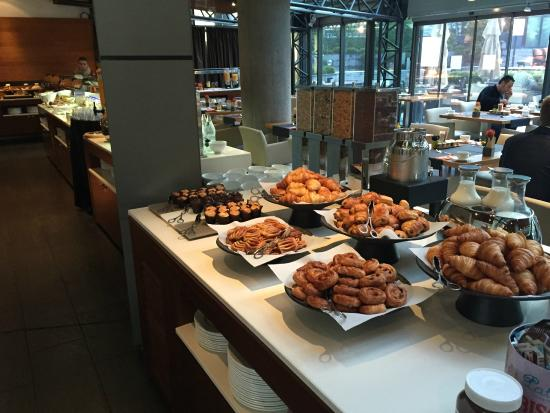 Pullman Barcelona Skipper: Breakfast buffet