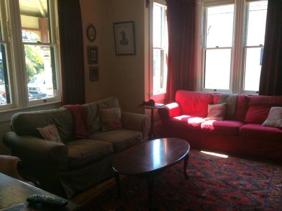 John Lewis House B&B: Living room