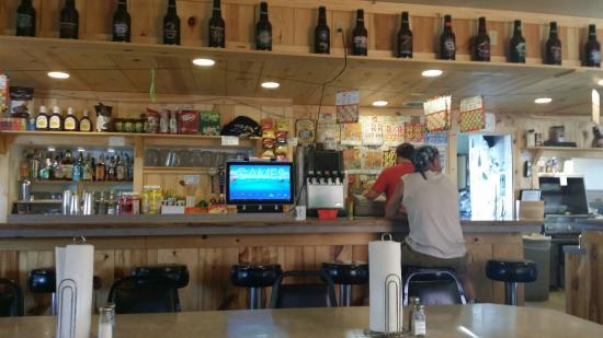 Mossyrock, WA: Bar and counter