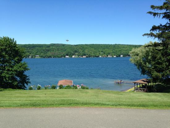 Finton's Landing B&B: Lake View after Breakfast