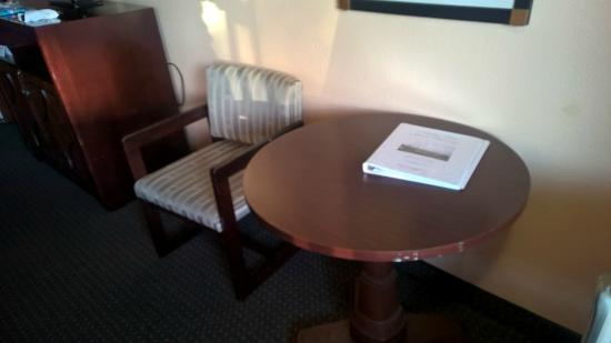 Marina Inn: The desk