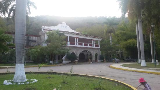 Hotel Spa Taninul : l'entrée de l'hotel