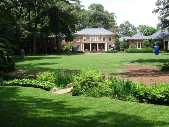 Dixon Gallery & Gardens: Formal Lawn
