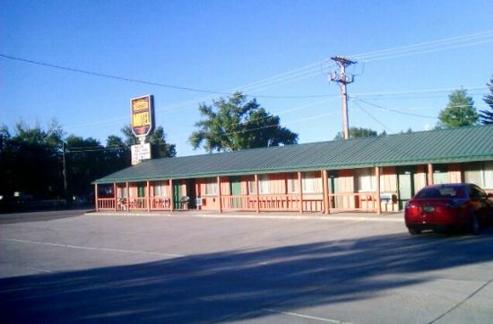Ranchester Western Motel: East side