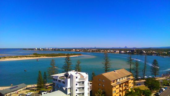 The Waterford Prestige Apartments: Great views across Pumicestone Passage to the Glass House Mountains
