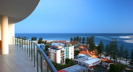 The Waterford Prestige Apartments: Balcony view over the Pacific Ocean