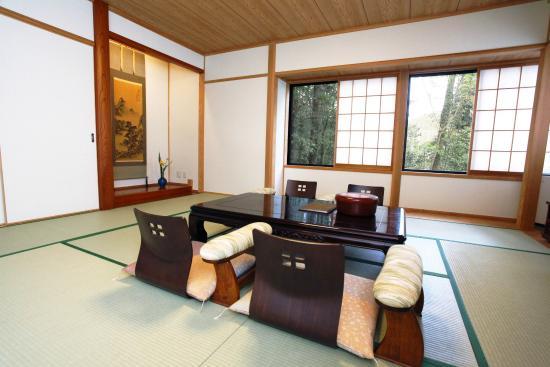 Jomon no Yado Manten : 床の間・掛け軸などを有した純和風のお部屋です