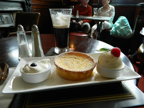 Finnegans's of Dalkey: Lemon tart with ice cream