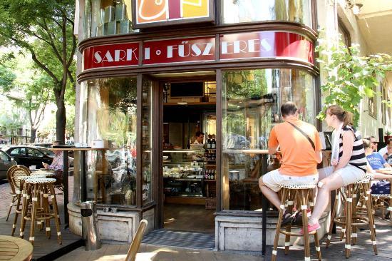 Sarki Fűszeres : Cafe exterior