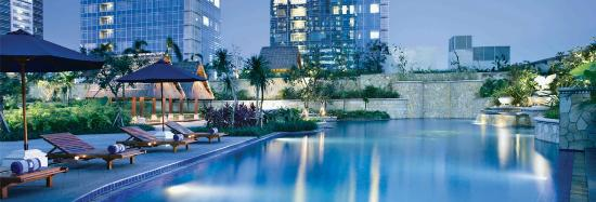 The Ritz-Carlton Jakarta, Pacific Place: Poolside