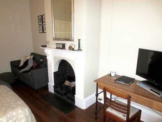 Dunmoylen House: Desk and sofa in Sanctuary Room