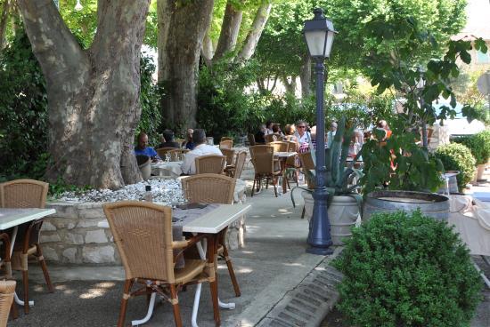 Terrasse ombragée - Photo de Restaurant La Galantine, Goudargues ...