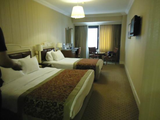 Taksim Metropark Hotel: family room