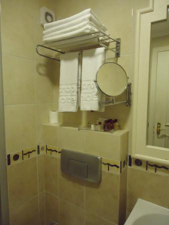 Taksim Metropark Hotel: clean bathroom