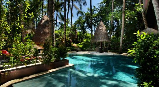 Kupu Kupu Jimbaran & Bamboo Spa by L'Occitane : Swimming Pool at Topeng Restaurant