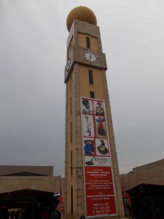 Oriental Plaza: Obelisco della piazza