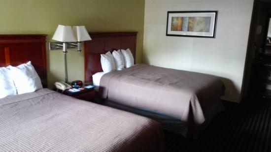 Howard Johnson Inn Washington DC : Inside room view