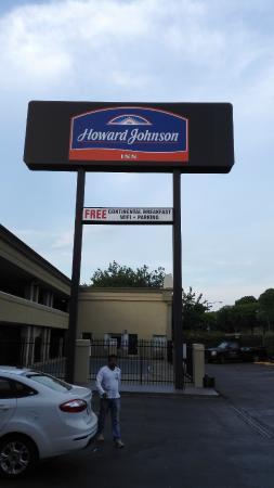 Howard Johnson Inn Washington DC : Outside hotel