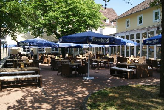 Bed'nBudget Hostel Hannover: Terrasse der Brauereigaststätte