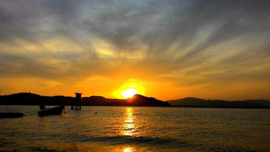 Promthep Cape : ยามพระอาทิตย์ลับขอบฟ้า ณ ประภาคารเกาะตะเภาน้อย จ.ภูเก็ต กับตำแหน่งที่นำพาคุณกลับบ้านได้อย่างปลอด