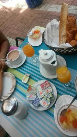 Golfe Hotel : Petit déjeuner classique mais bon