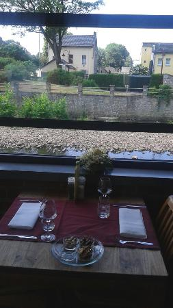Restaurant Vise: Terrasse en bord'eau