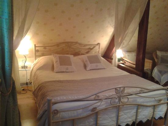 Chambres d'hotes Les Vallees: chambre