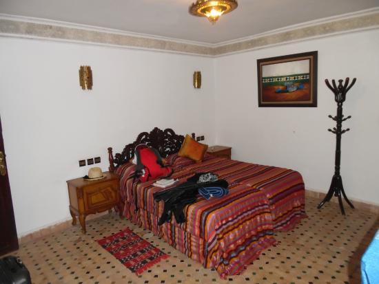 Riad Jardin Chrifa: Chambre donnant sur la rue