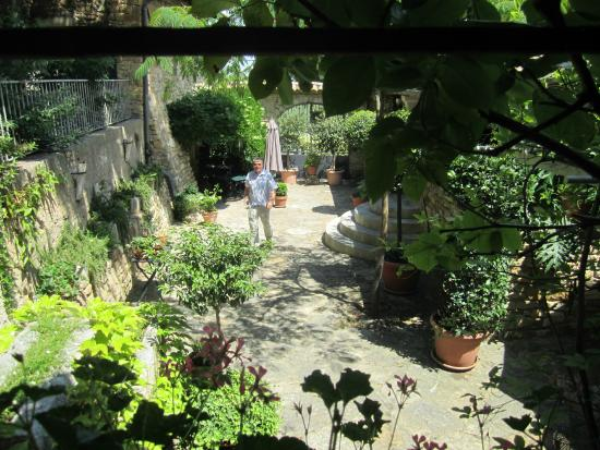 Mas d'Oleandre - Maison d'Hotes : Binnen terrein uitzicht appartement