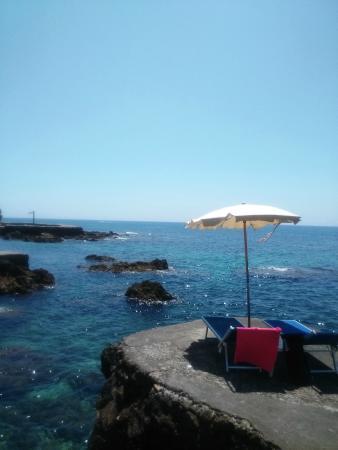Hotel Punta Rossa: Meraviglioso accesso al mare, via scogli