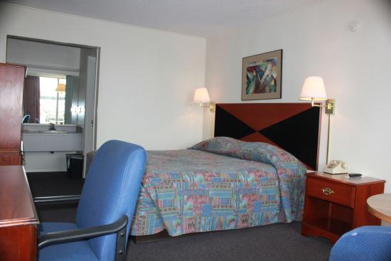 Red Carpet Inn Louisville : Single Room