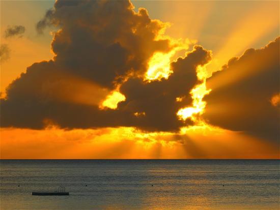 Palau Pacific Resort: 夕陽美景天天上映