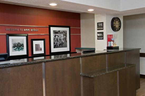 Hampton Inn Ann Arbor - North: Front Desk