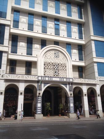 Royal Dyar Hotel: المظهر الخارجي والحمامات