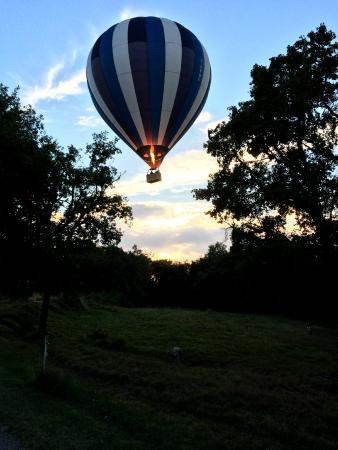 Hotel Lous Grits : des montgolfières partent d'une ville pas très loin