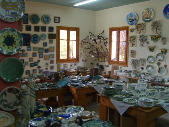 Adamieion Ceramic Art Studio: une toute petite partie des oeuvres