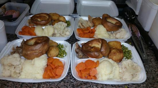 Marske-by-the-Sea, UK: Mmmmm Sunday dinner are amazing all this for £4.65 lamb beef pork or chicken.