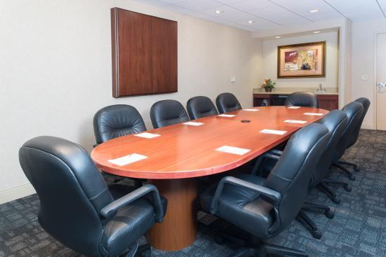 Hampton Inn & Suites Bloomington-Normal: Board Room