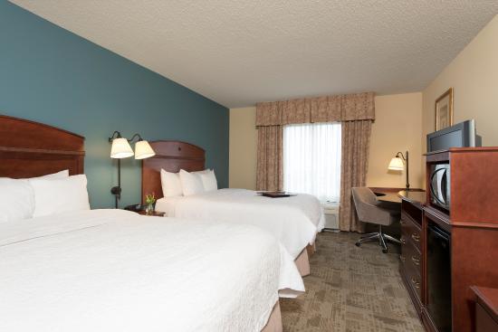 Hampton Inn & Suites Bloomington-Normal: Two Queen Room